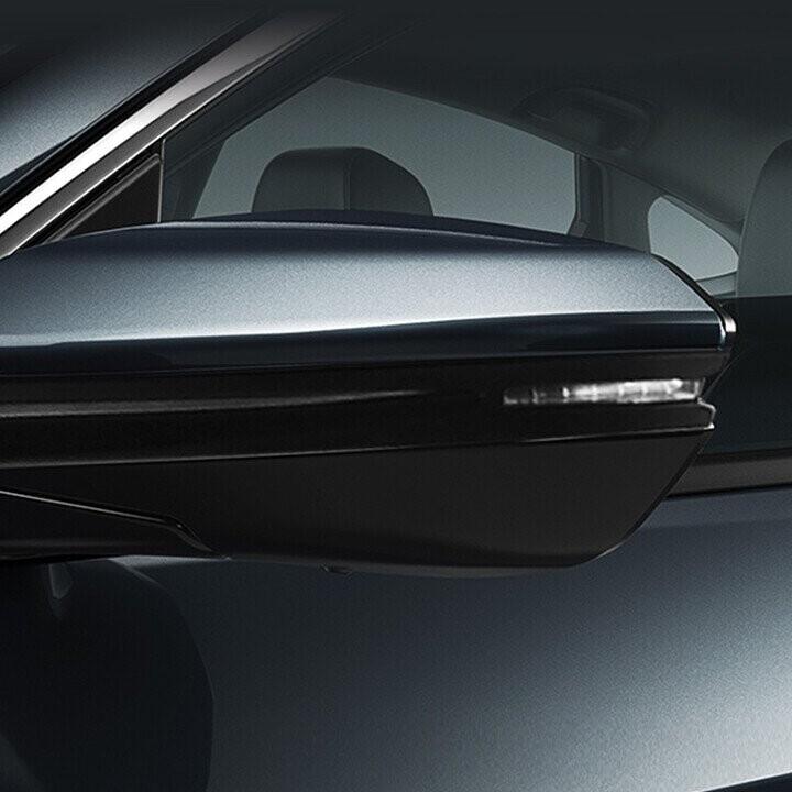 Gương chiếu hậu thiết kế góc cạnh tích hợp đèn báo rẽ LED
