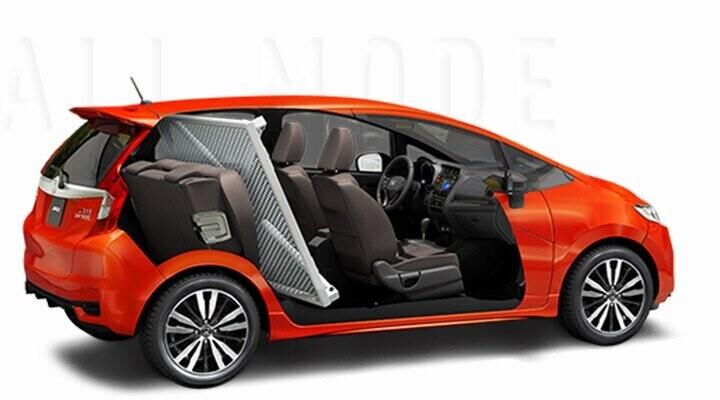 Đệm ngồi của hàng ghế sau có thể dựng lên 90 độ để tận dụng tối đa sàn xe