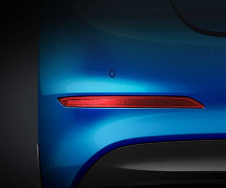 Tấm phản quang đuôi xe được thiết kế mới, kết hợp cùng cản sau màu đen tạo nên vẻ nổi bật