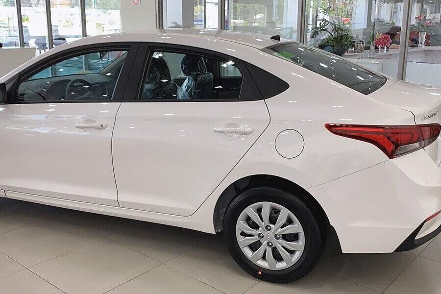 Ngoại thất Hyundai Accent 1.4 MT tiêu chuẩn - Hình 8