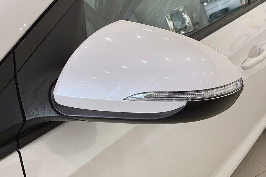 Ngoại thất Hyundai Accent 1.4 MT tiêu chuẩn - Hình 9