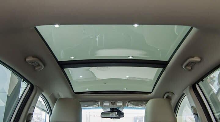 Cửa sổ trời toàn cảnh Panoramic giúp mang đến cảm giác sảng khoái và thoải mái