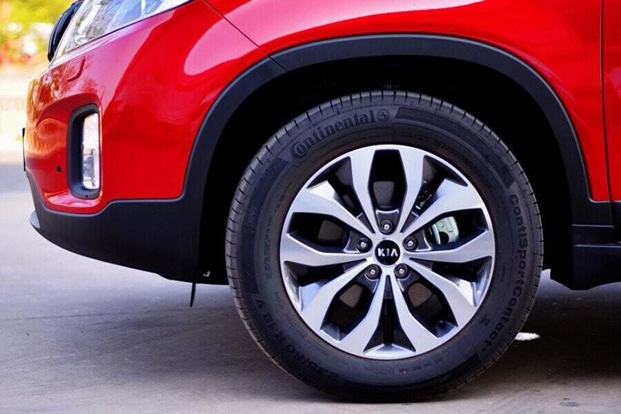 Kia Sorento 2018 vẫn sử dụng mâm 18 inch nhôm đúc