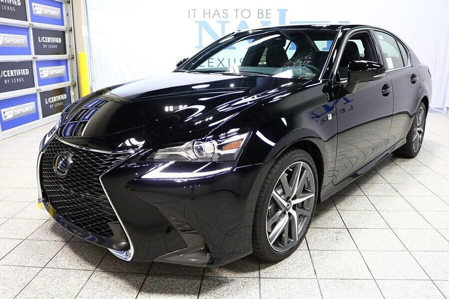 Lexus GS 350 sở hữu thiết kế chiếc sedan tiện dụng