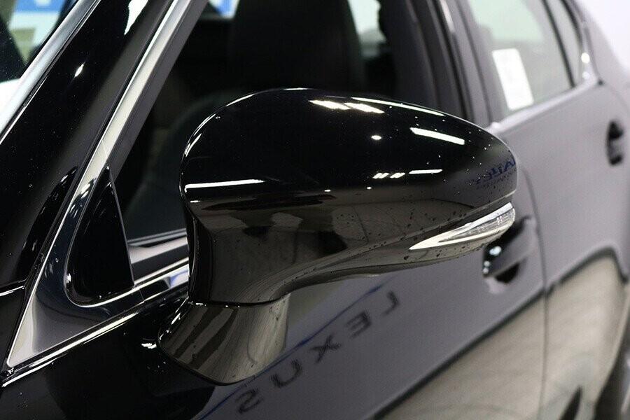 Gương chiếu hậu của xe tích hợp cùng đèn báo rẽ LED