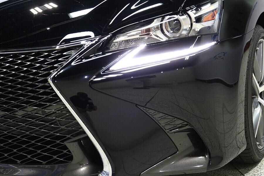 Cụm đèn pha 3 bóng sử dụng công nghệ LED hình chữ L vô cùng tinh tế