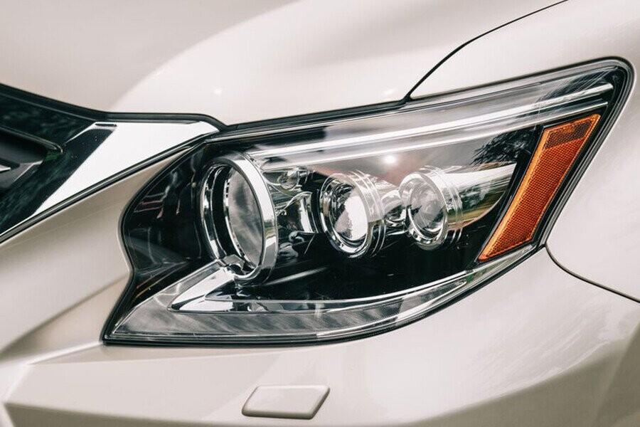 Cụm đèn trước LED thiết kế hình chữ L vô cùng tinh tế giúp chiếc xe càng thêm năng động