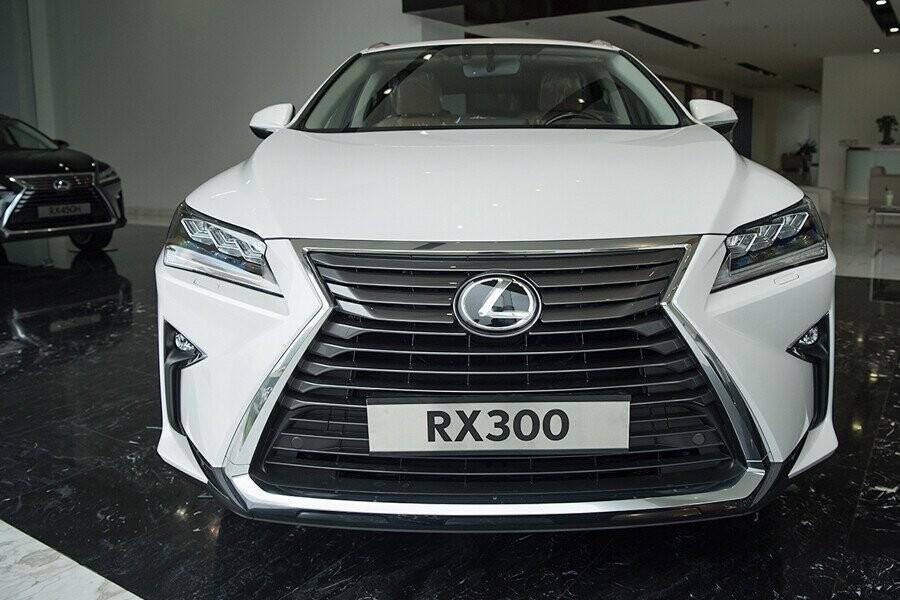 Lexus RX Turbo sở hữu ngoại hình sang trọng