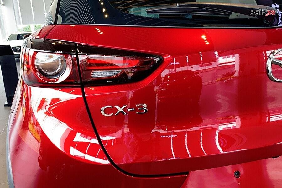 Đèn hậu của xe thiết kế dạng nửa vòng tròn