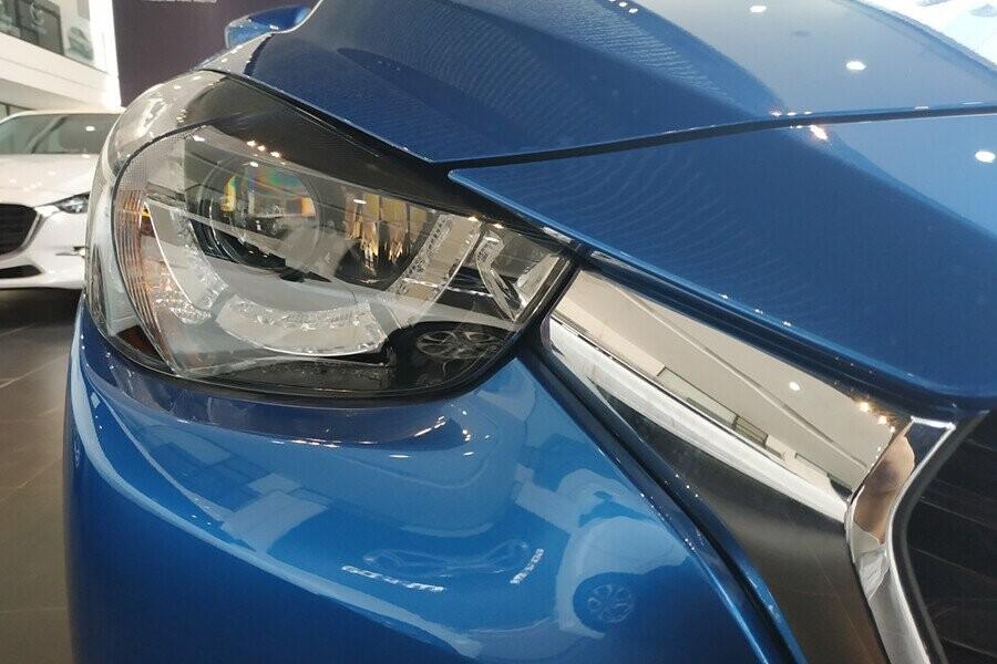 Xe được trang bị đèn trước Halogen vừa giúp tăng cường độ sáng