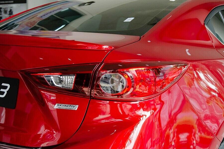 Đuôi xe Mazda 3 bên phải