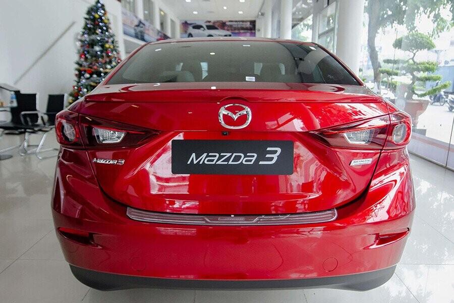 Đuôi xe Mazda 3