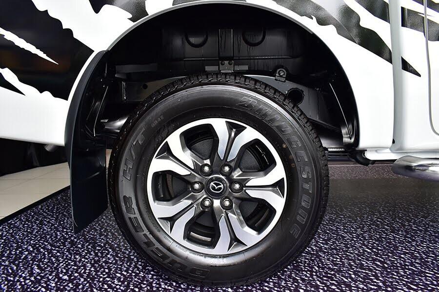 Mâm xe 5 chấu hợp kim 17 inch nổi bật