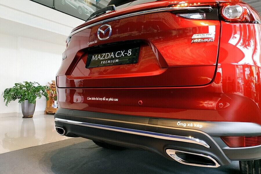 Thiết kế đuôi xe CX-8 bầu bĩnh và to cao toát lên phong thái mạnh mẽ