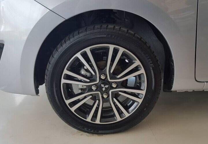 Mâm bánh xe hợp kim 2 tông màu giúp xe thêm phong cách