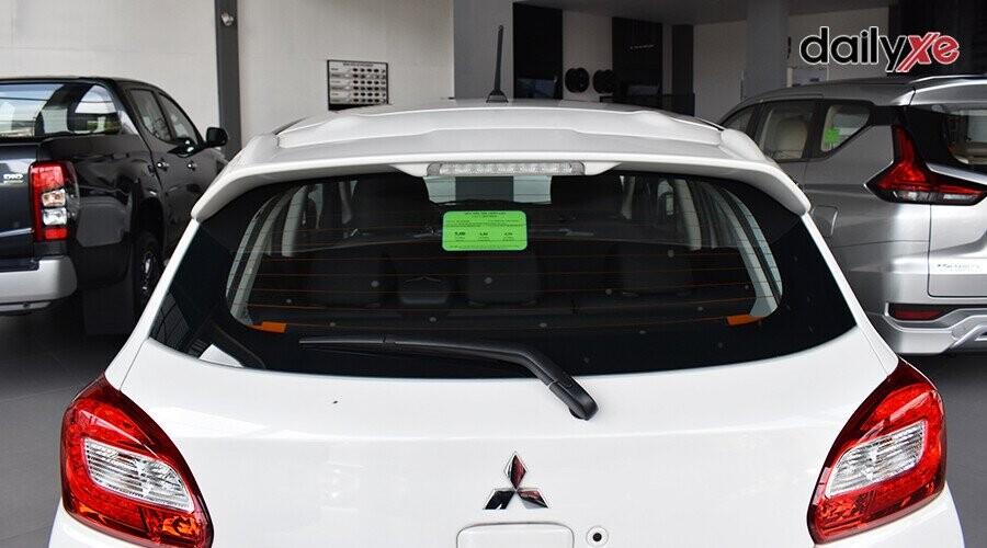 Đèn sau sử dụng bóng LED giúp phần đuôi xe hiện đại