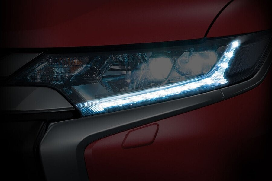 Ngoại thất Mitsubishi Outlander CVT 2.4 Premium - Hình 3