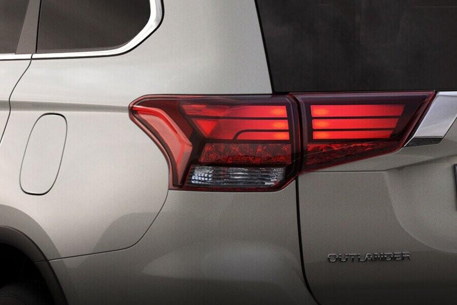 Ngoại thất Mitsubishi Outlander CVT 2.4 Premium - Hình 5