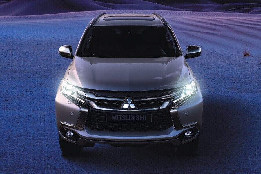 Ngoại thất Mitsubishi Mitsubishi Pajero Sport Diesel 4x2 AT - Hình 2