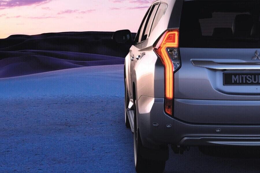 Ngoại thất Mitsubishi Mitsubishi Pajero Sport Diesel 4x2 AT - Hình 8