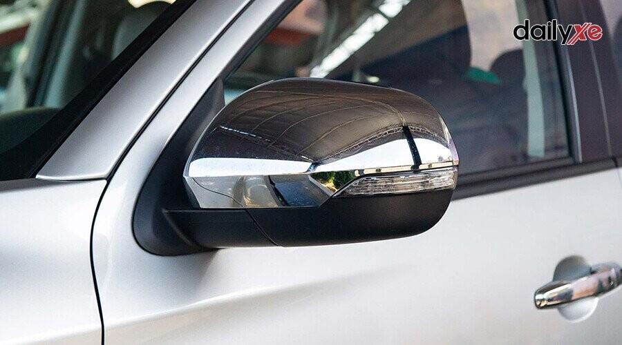 Gương chiếu hậu ngoài xe sang trọng