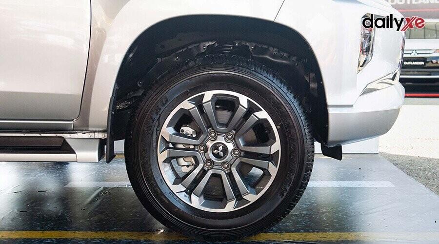 Xe sử dụng la-zăng hợp kim 18 inch