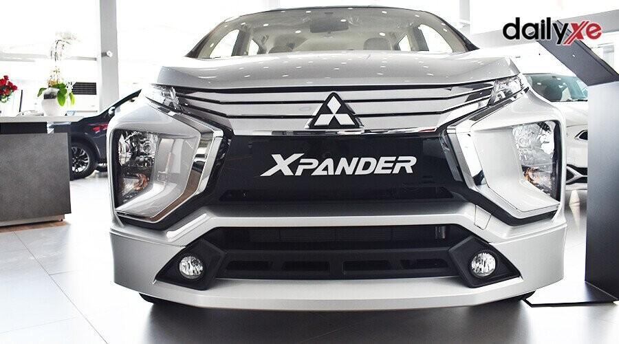 Mâm đúc hợp kim với thiết kế 2 tông màu (đen và bạc) được cắt và phay bóng, cho cảm giác mạnh mẽ