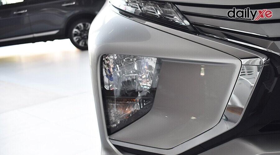 Đèn pha thấp giúp giảm lóa cho cả người đi bộ và các xe đi ngược chiều