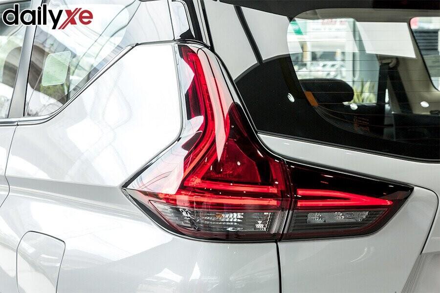 Xe được trang bị đèn hậu LED thiết kế sang trọng hình chữ L