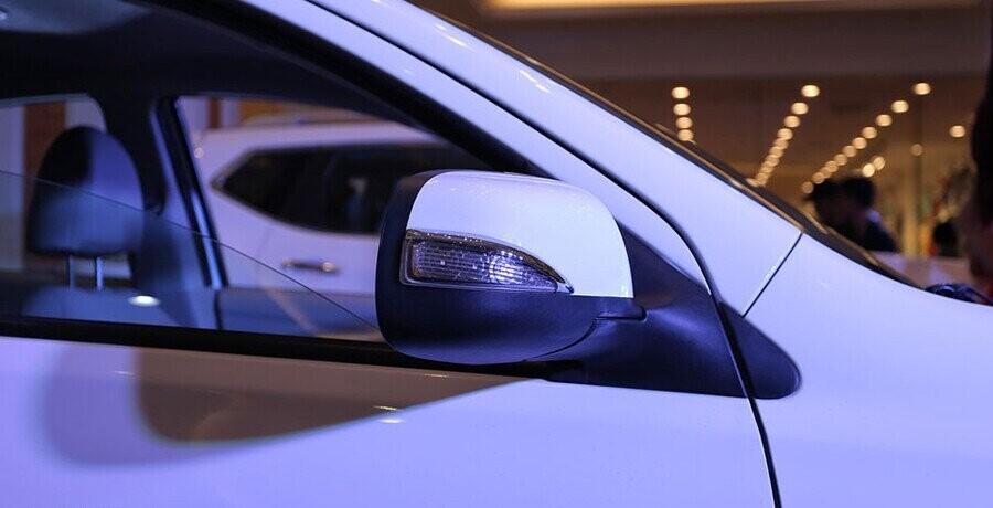 Xe được trang bị gương chiếu hậu có tích hợp báo rẽ