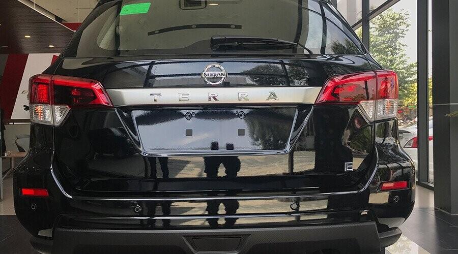 Nissan Terra có thiết kế đuôi xe vô cùng mạnh mẽ