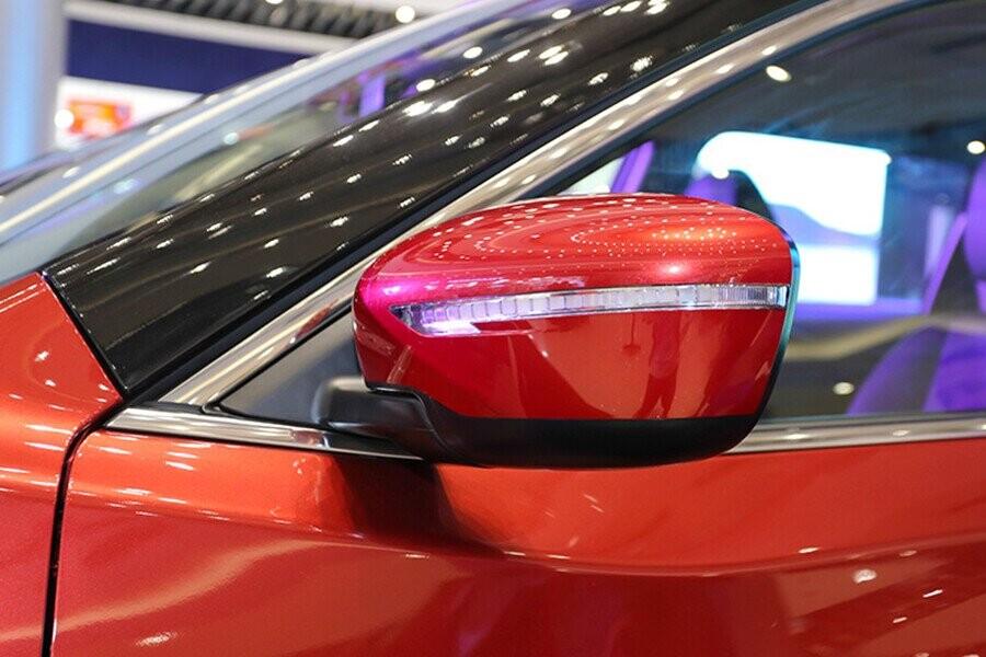 Gương chiếu hậu tích hợp đèn rẽ báo giúp lái xe an toàn