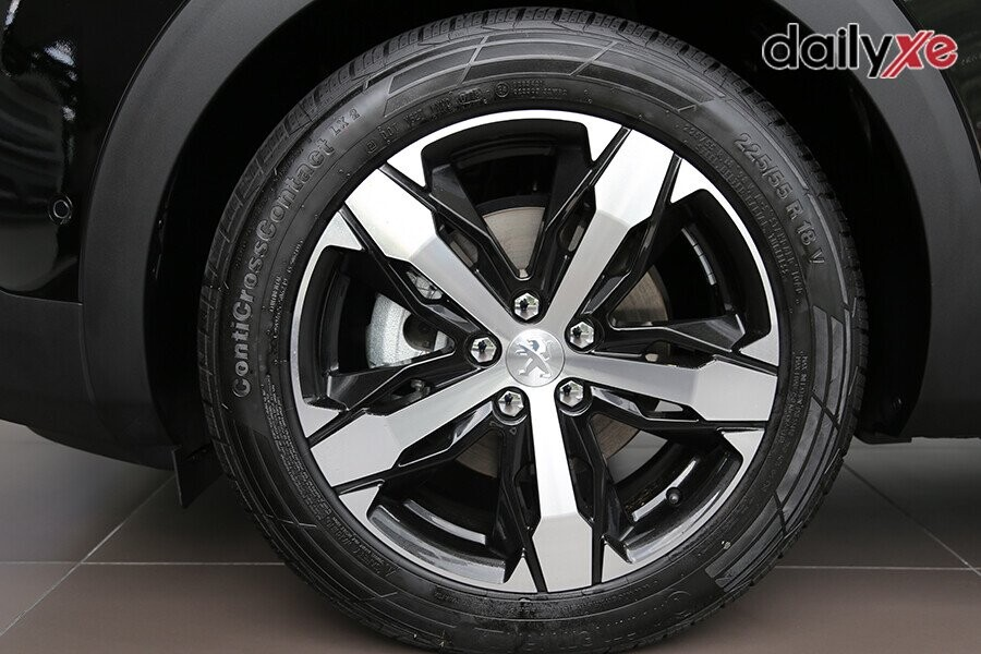 """Vành mâm xe 18"""" với thiết kế hợp kim nhôm hai tông màu tương phản vát kim cương mang phong cách """"Los Angeles"""""""