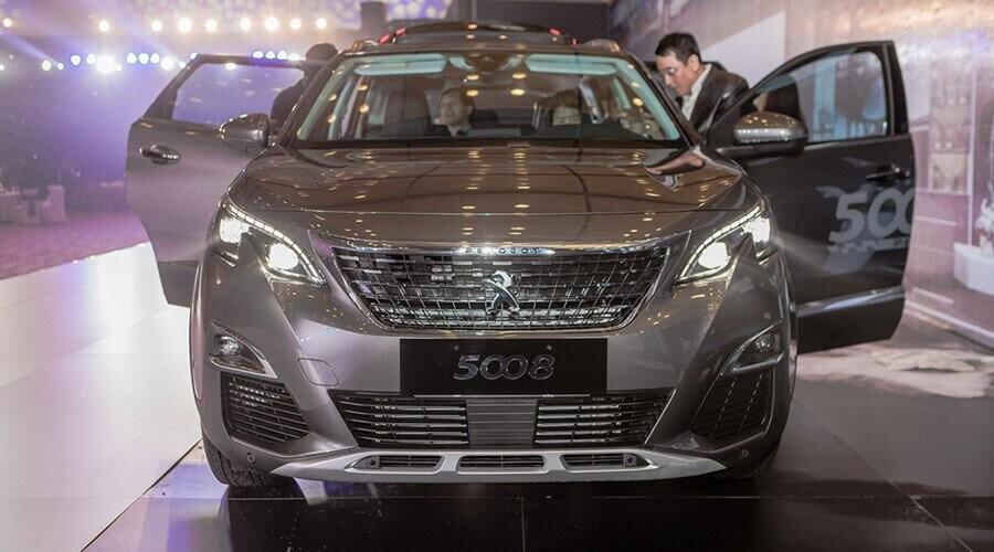 Đầu xe Peugeot 5008 thiết kế sang trọng