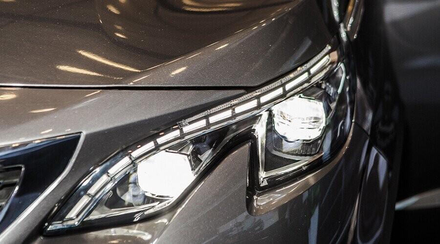 Peugeot 5008 trang bị cụm đèn hậu LED
