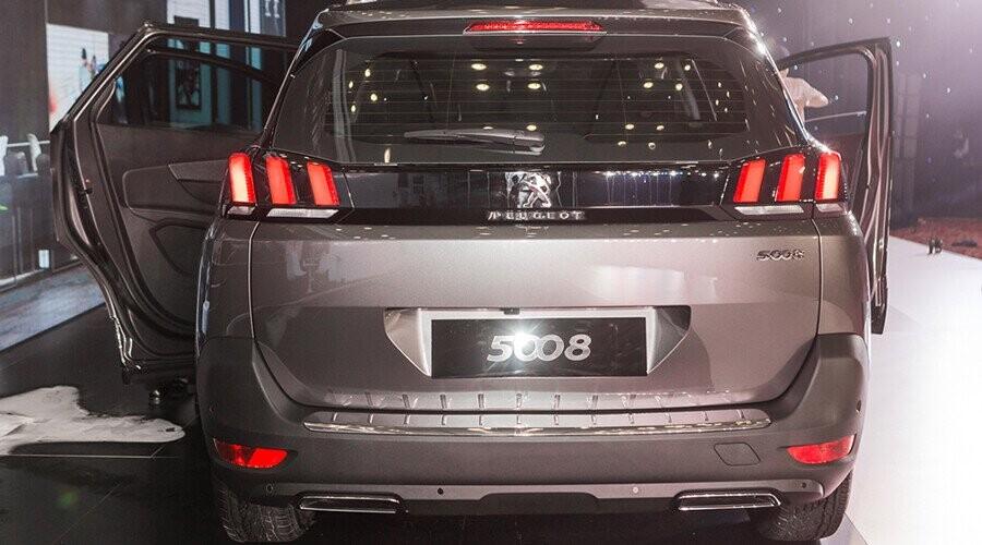 Đuôi xe Peugeot 5008 thiết kế sang trọng