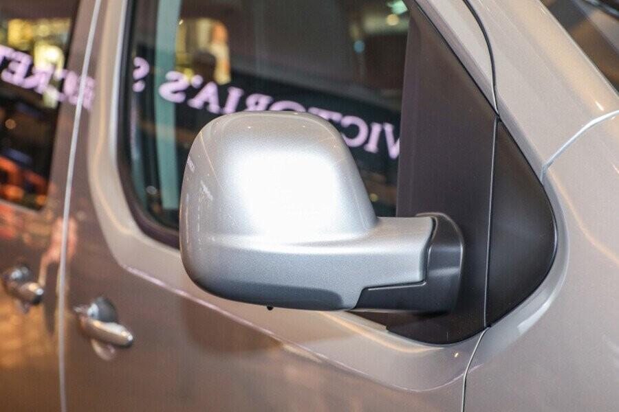 Gương chiếu hậu chỉnh điện tích hợp cùng đèn báo rẽ