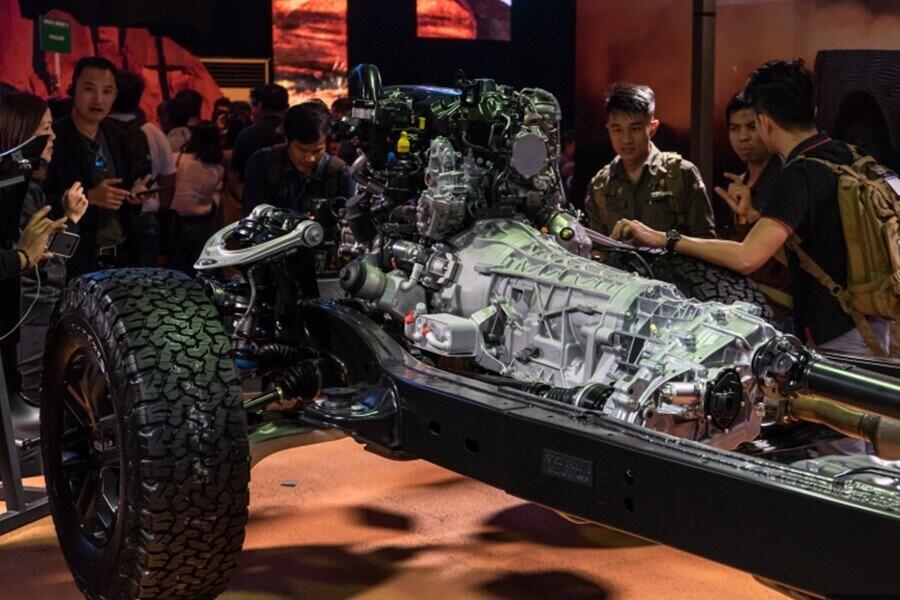 Hệ thống khung gầm dạng hình thang của Ranger Raptor được chế tạo và gia cố bằng loại thép cường lực High Strength Low Alloy