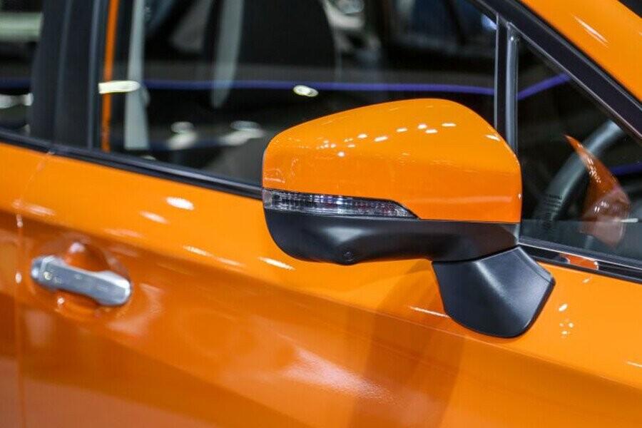 Gương chiếu hậu của XV có tính năng gập điện tích hợp đèn báo rẽ