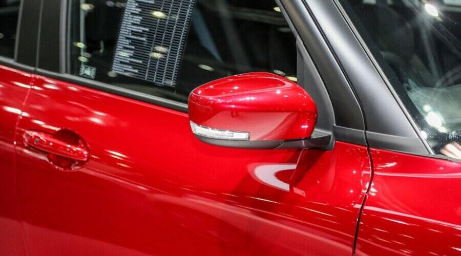 Swift gương chiếu hậu có tính năng gập/chỉnh điện tích hợp đèn báo rẽ