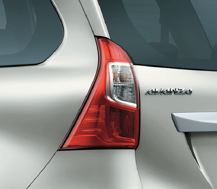 Đèn halogen với thiết kế chạy dọc thân xe cho cảm giác bề ngang rộng rãi.