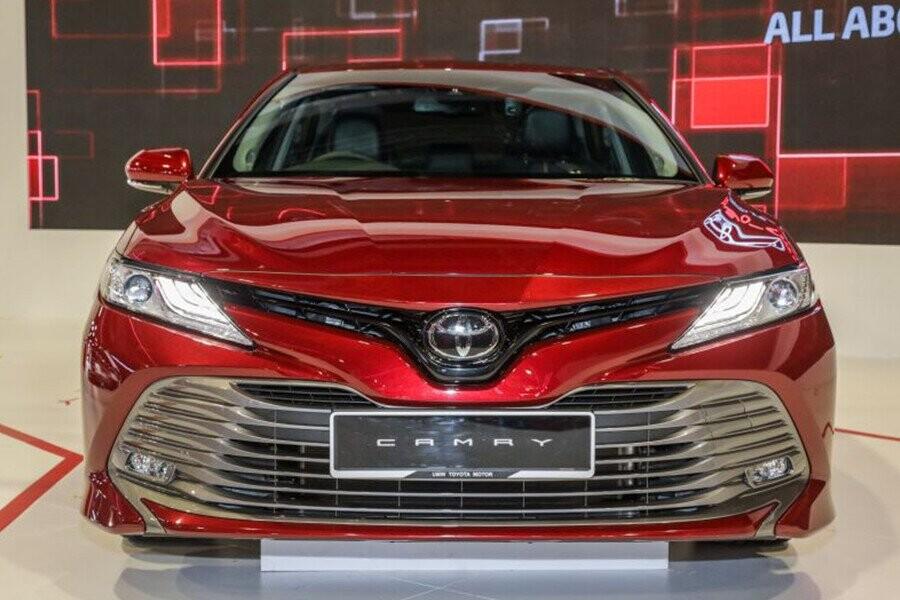 Ngoại thất Toyota Camry - Hình 1