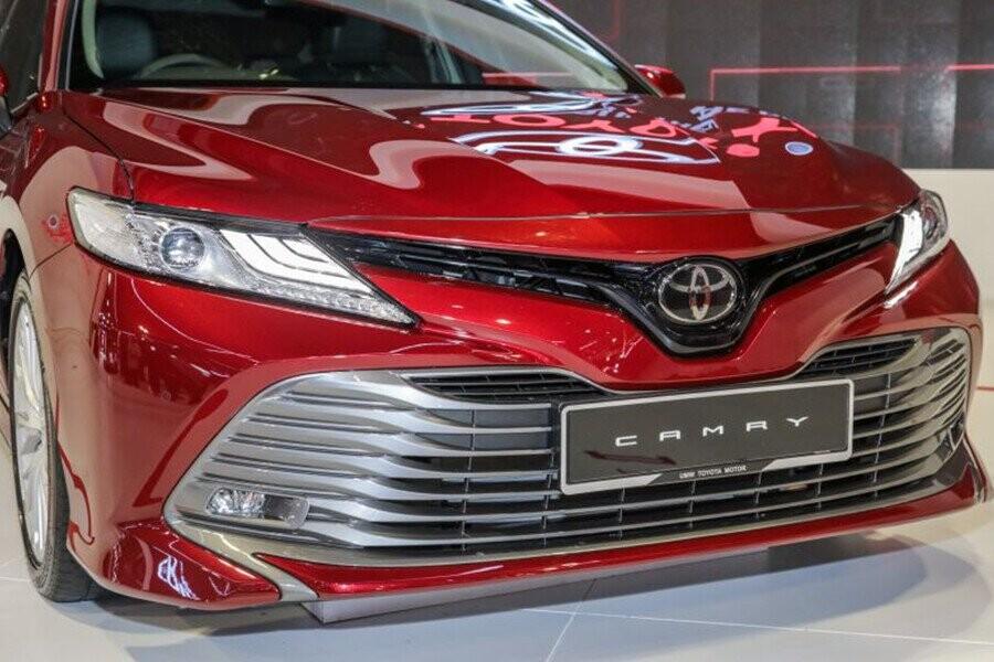 Ngoại thất Toyota Camry - Hình 2