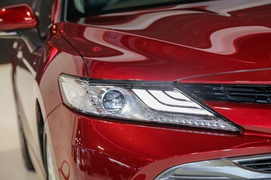 Ngoại thất Toyota Camry - Hình 5