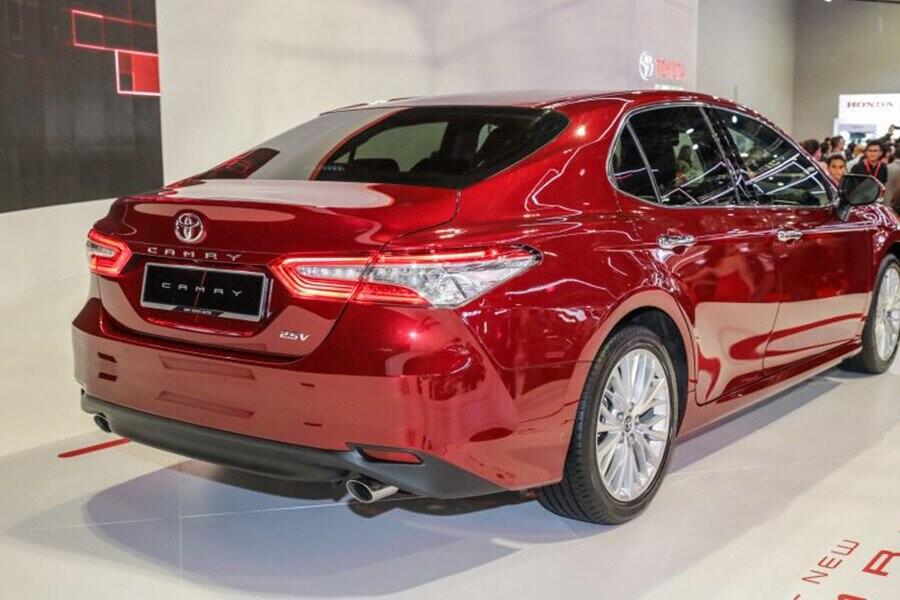 Ngoại thất Toyota Camry - Hình 10
