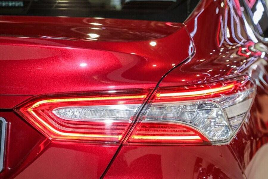 Ngoại thất Toyota Camry - Hình 8