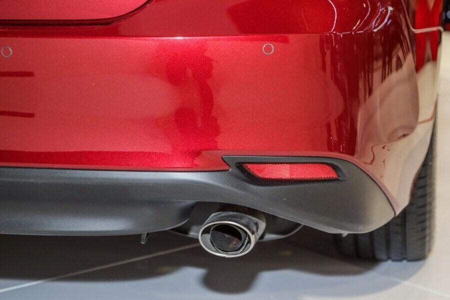 Ngoại thất Toyota Camry - Hình 9