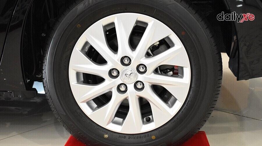 Mâm xe với thiết kế góc cạnh thu hút mọi ánh nhìn