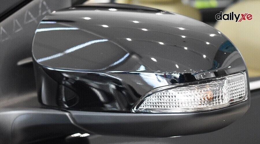 Gương chiếu hậu cùng màu thân xe, tích hợp đèn báo rẽ