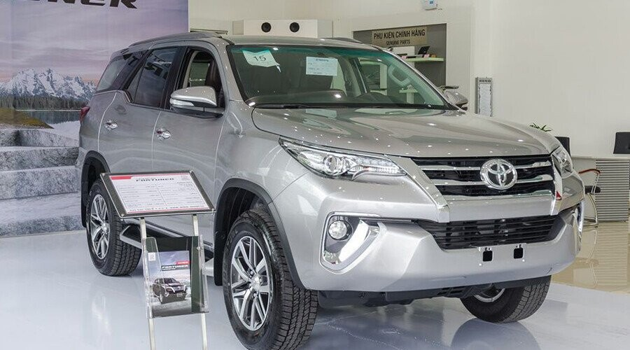 Toyota Fortuner thiết kế mạnh mẽ